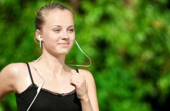 girl-music-walking-exercise