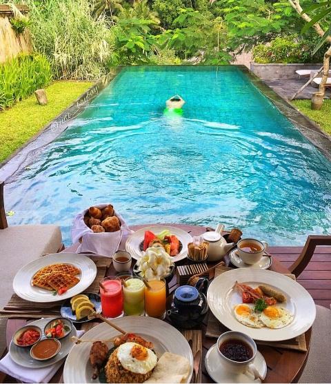 swim-breakfast